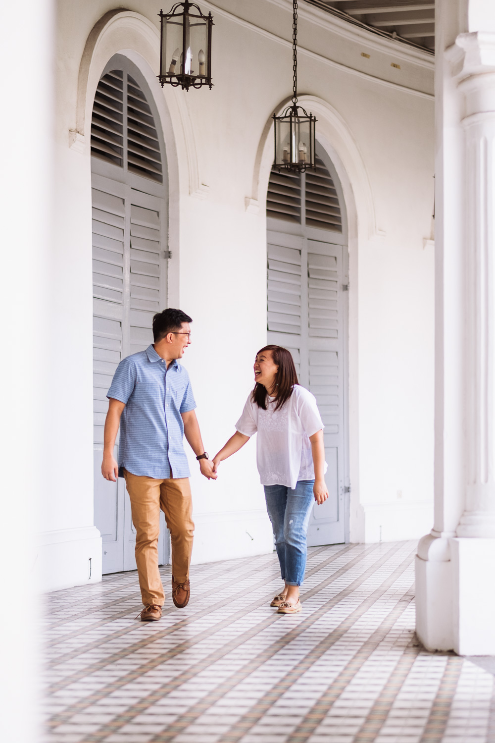 Laughing couple at the SAM in Singapore prewedding shoot