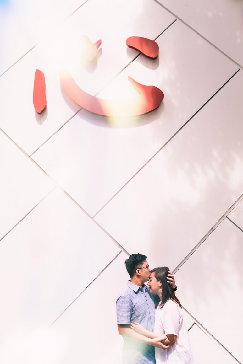 Couple standing under 心 sign in Singapore prewedding shoot