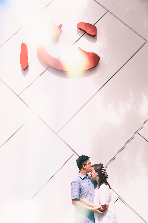 Couple standing under 心 sign in Singapore prewedding shoot